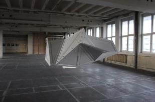 Philipp Findeisen o.T., 2013 Holz, Lack 350 x 200 x 200 cm